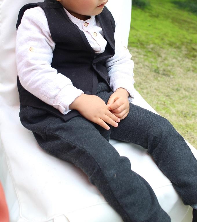 ZARAキッズで結婚式フォーマルコーデ。2才児の結婚式出席。
