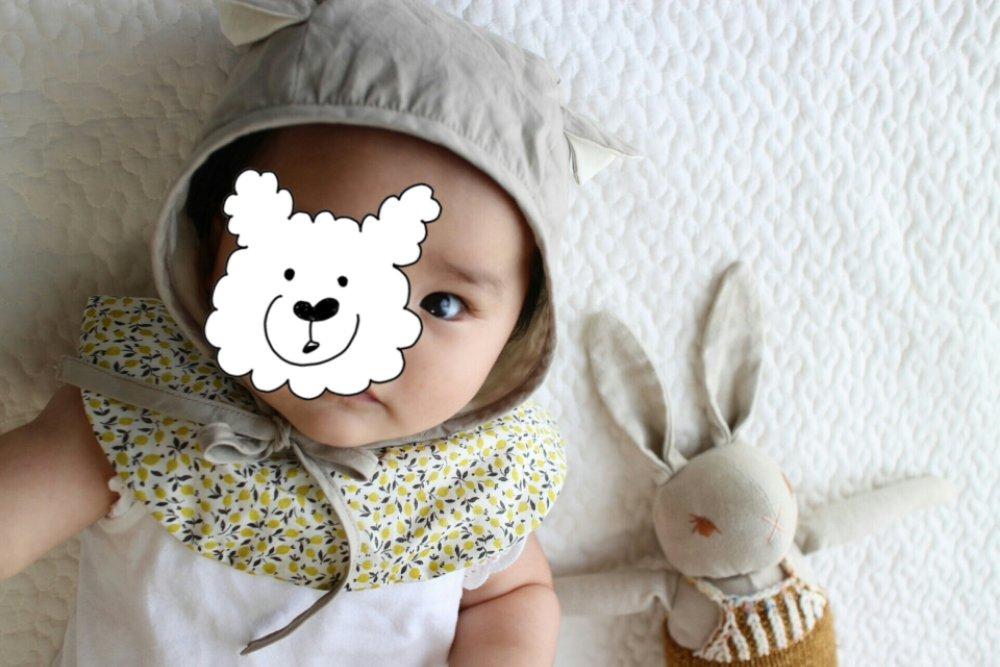 赤ちゃんの顔が毎朝むくんで目が違う。