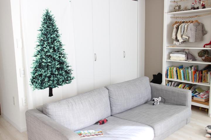 子供のいる家にはタペストリータイプのクリスマスツリー。
