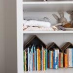 子どもが絵本を片付けやすい本棚にする工夫。