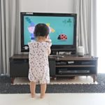 赤ちゃんの台所侵入やテレビ台登り対策!ベビー柵やサークルはもう要らない。