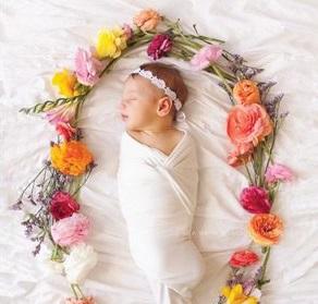 自宅での新生児フォトに使える小物とスタイル。