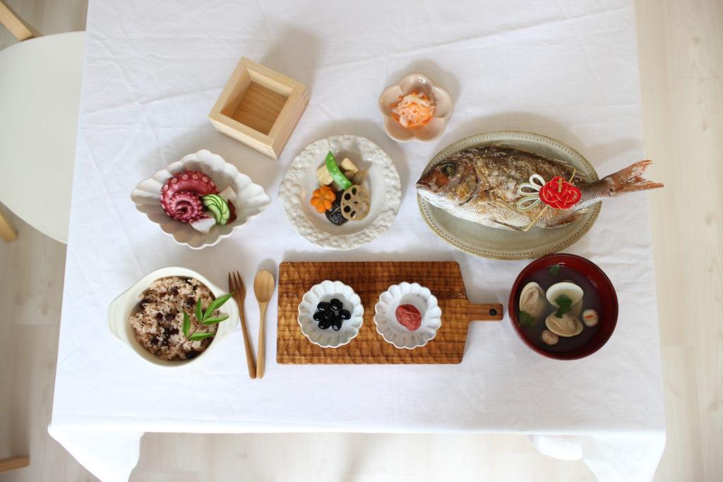生後3ヶ月、お食い初めしました。普段使いの食器で簡単な手料理。