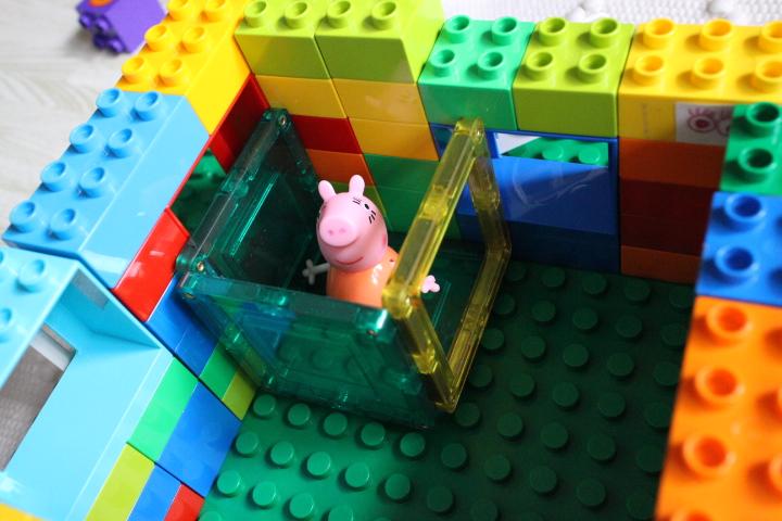 マグネットブロックとレゴを合わせて遊ぶ