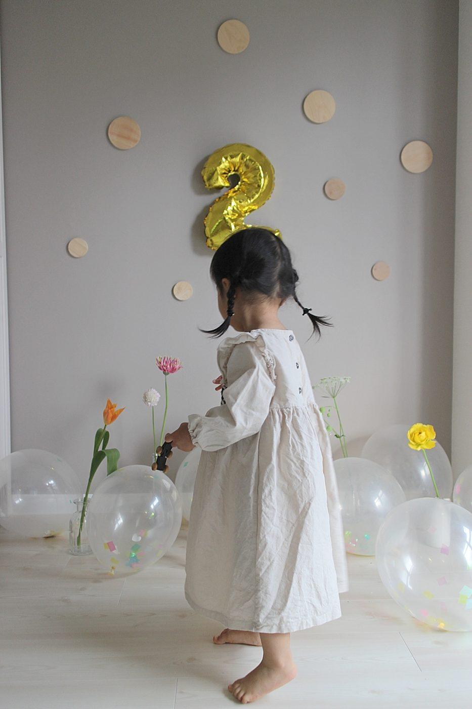 おうちでフォトブース自宅誕生日フォト写真の飾りつけ、バルーン、お花