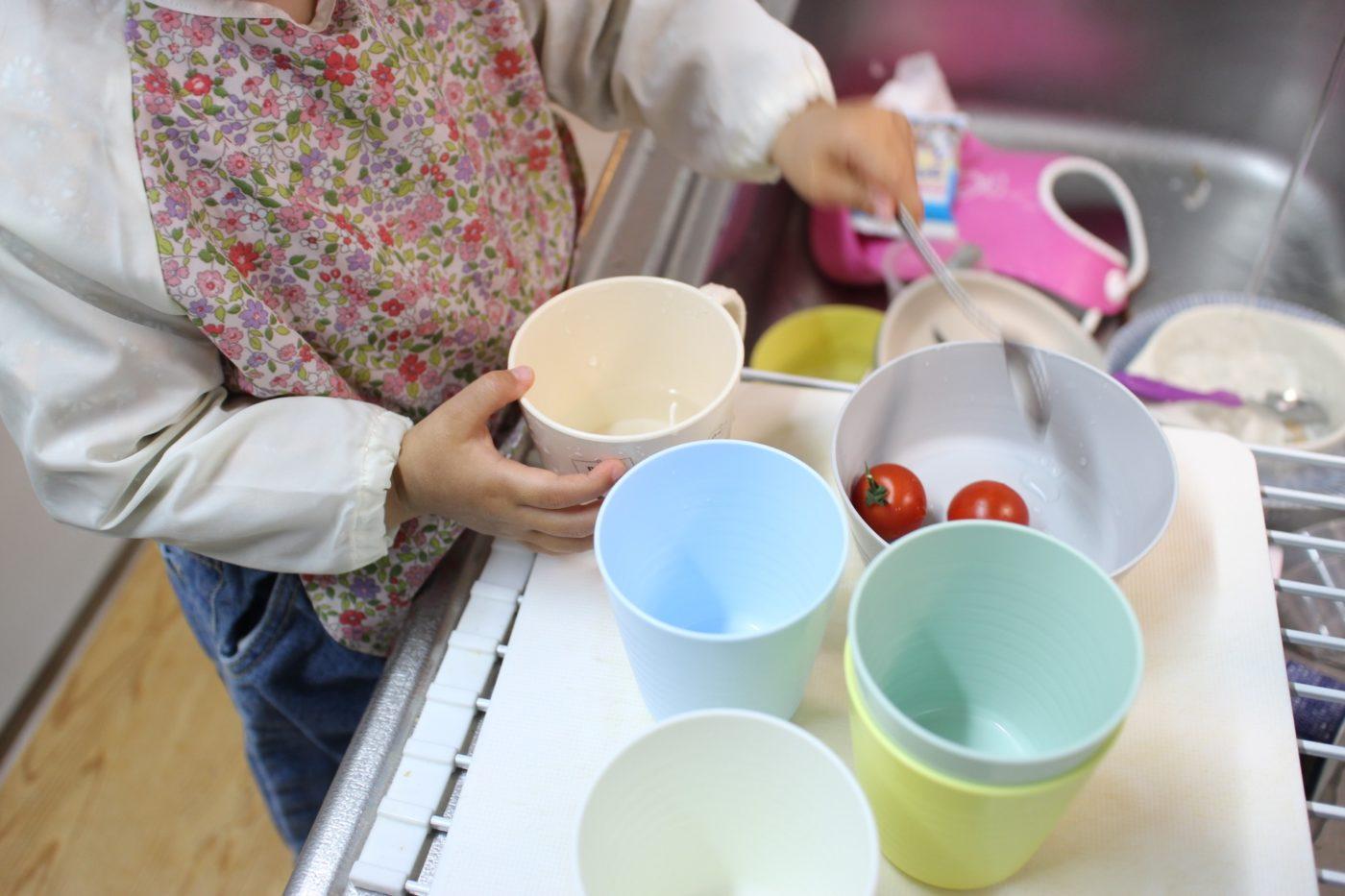 海外の育児ブログと台所の子供用踏み台!