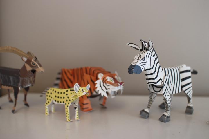動物園で買った動物の紙工作キット。