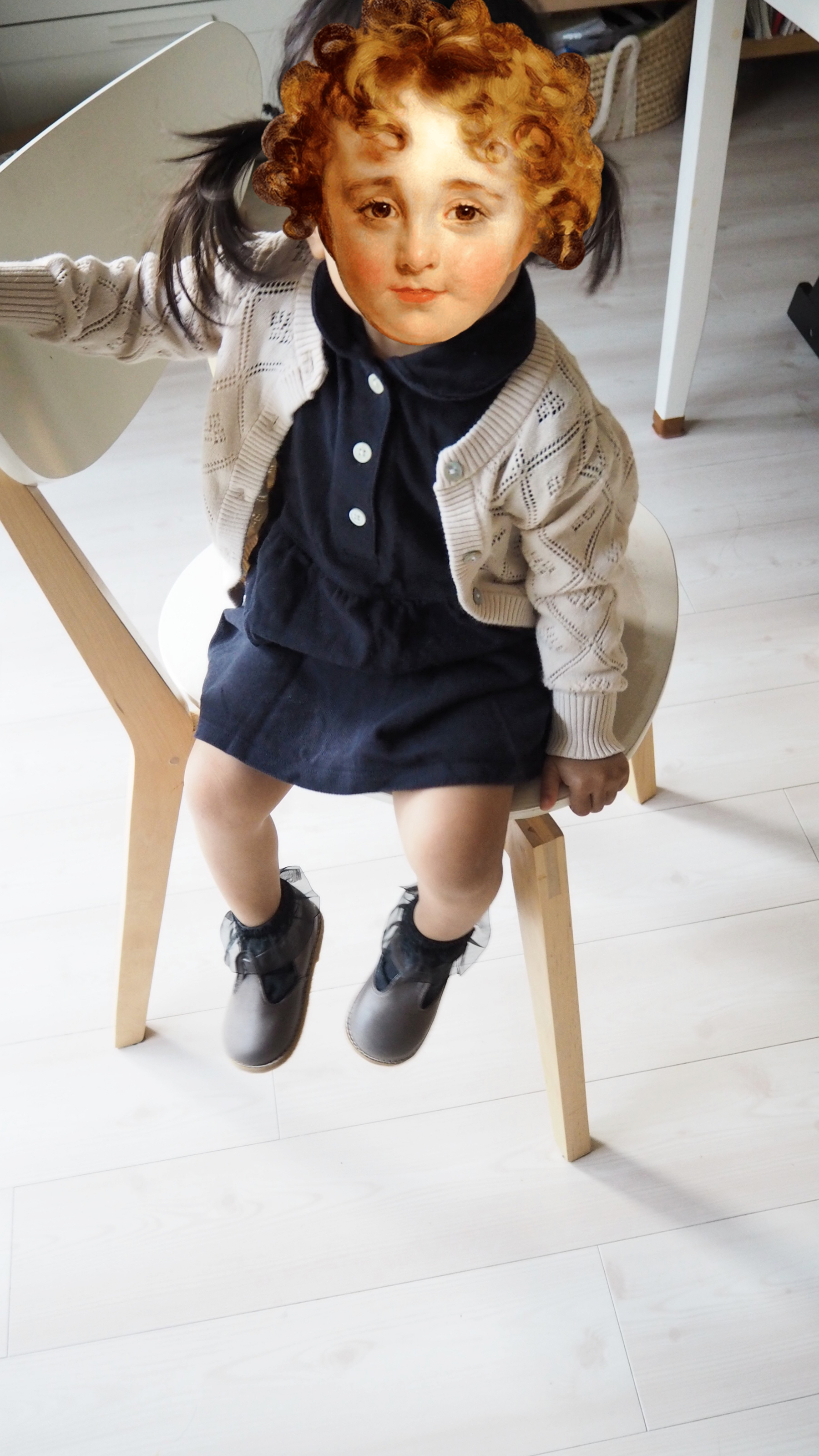 幼稚園面接用の女の子服、襟付きワンピースにカーディガンのコーデ